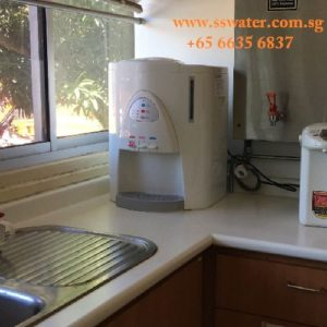 Direct pipe in table top water dispenser (27)