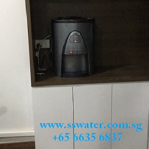 Direct pipe in table top water dispenser (31)
