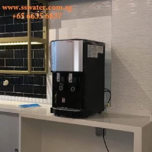Direct pipe in table top water dispenser (32)