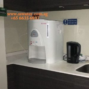 Direct pipe in table top water dispenser (33)